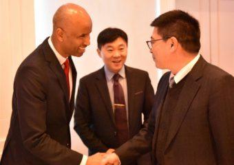 加拿大工商联主席和移民部长合照